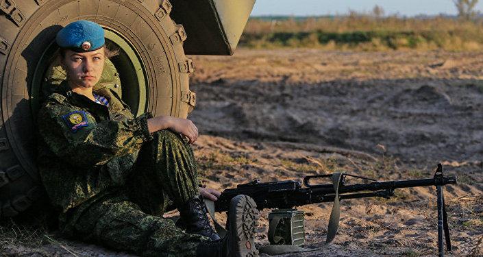Le cadette delle scuola paracadutisti di Ryazan