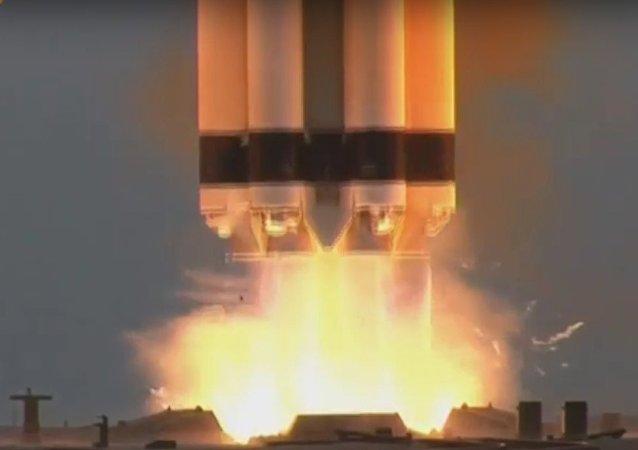Il lancio del razzo vettore Proton-M