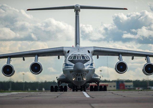 Aereo da trasporto IL-76 (foto d'archivio)