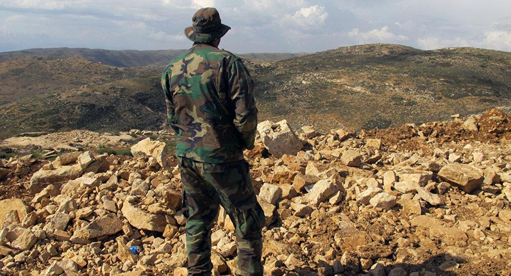 Combattente di Hezbollah al confine libanese