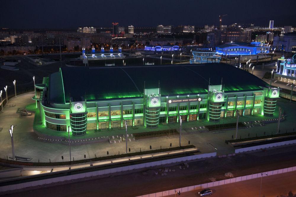 Veduta esterna dell'edificio del Velodromo di notte