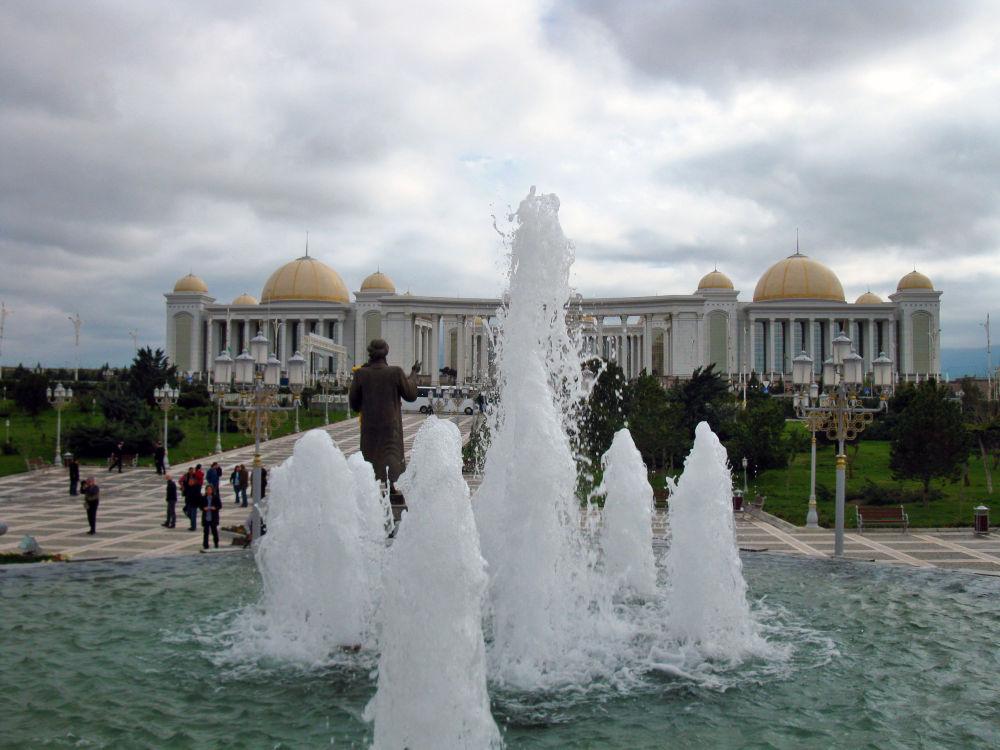 Fontane nel centro di cultura del Turkmenistan