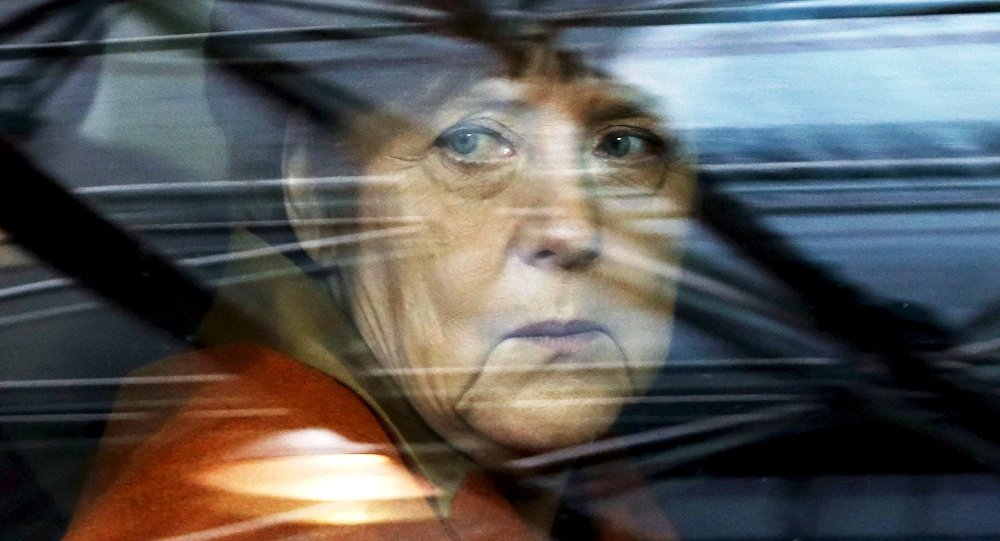 Germany's Chancellor Angela Merkel arrives at an EU-Turkey summit in Brussels, as the bloc is looking to Ankara to help it curb the influx of refugees and migrants flowing into Europe, March 7, 2016.
