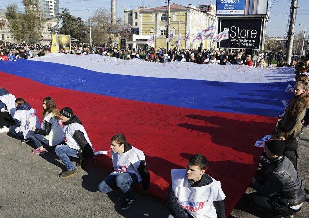 Manifestazione a Simferopoli per celebrare anniversario della riunificazione della Crimea con la Russia (foto d'archivio)