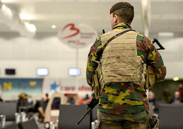 Un soldato belga all'aeroporto Zaventem