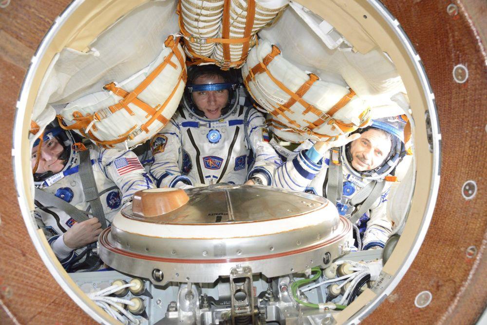 I cosmonauti Kelly, Volkov e Kornienko nella capsula di rientro.