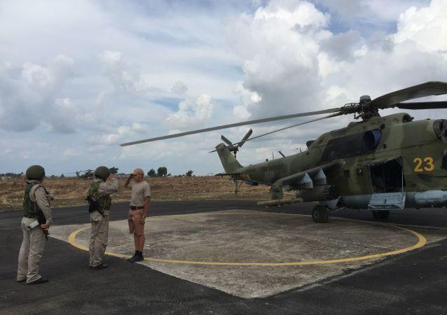 Elicottero Mi-24 in base di Hmeymim (foto d'archivio)
