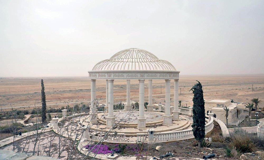 La vista sul Palazzo di Palmira ricatturato dalle forze armate siriane.