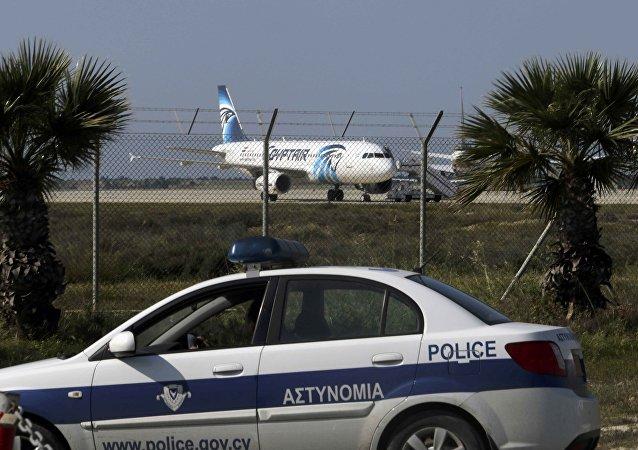 L'airbus A320 Egyptair dirottato all'aeroporto di Larnaca, Cipro
