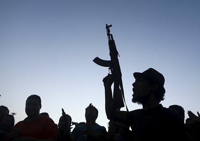 Un uomo armato in Libia