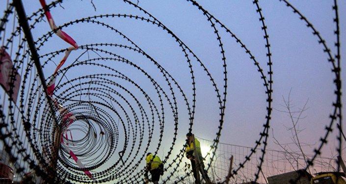 La costruzione del muro al confine tra Austria e Slovenia