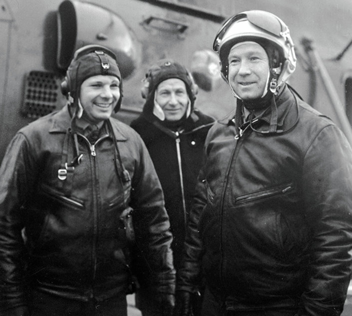Cosmonauts Yuri Gagarin and Alexei Leonov on the airfield