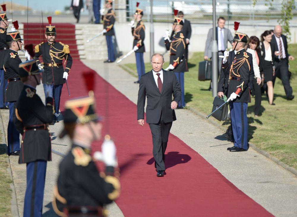 Vladimir Putin in visita in Francia.