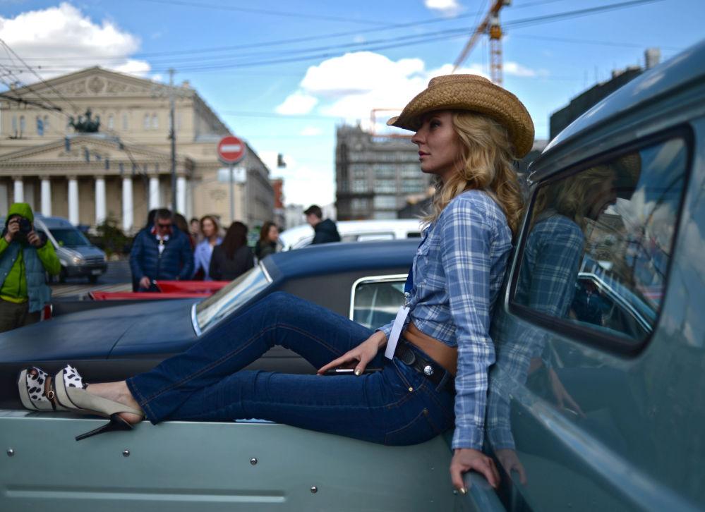 Rally delle auto classiche a Mosca.