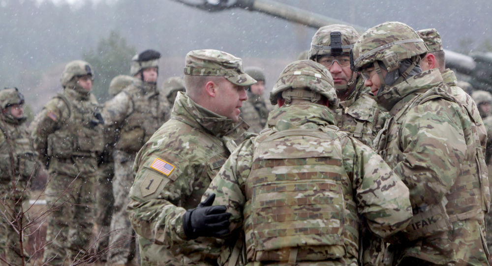 Soldati NATO durante le esercitazioni in Lettonia (foto d'archivio)