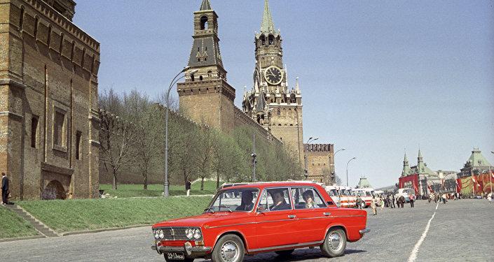 Una Fiat-124, diventata Zhiguli sulla piazza Rossa
