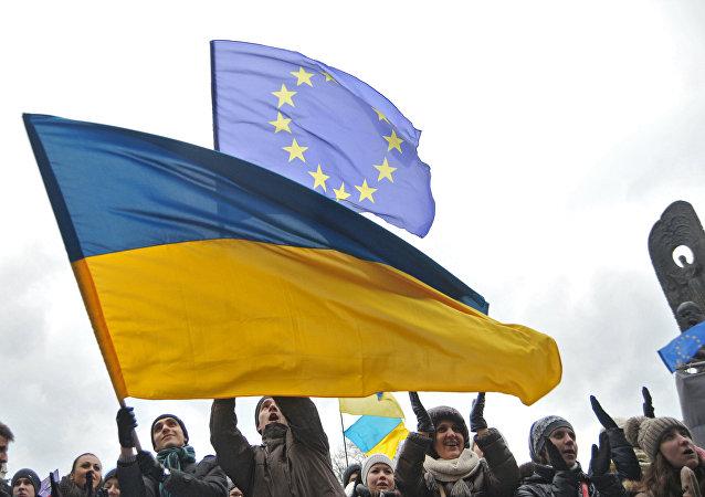 Bandiere di Ucraina ed UE