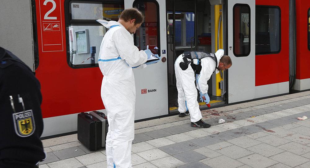 Polizia al luogo dell'attentato a Monaco di Baviera