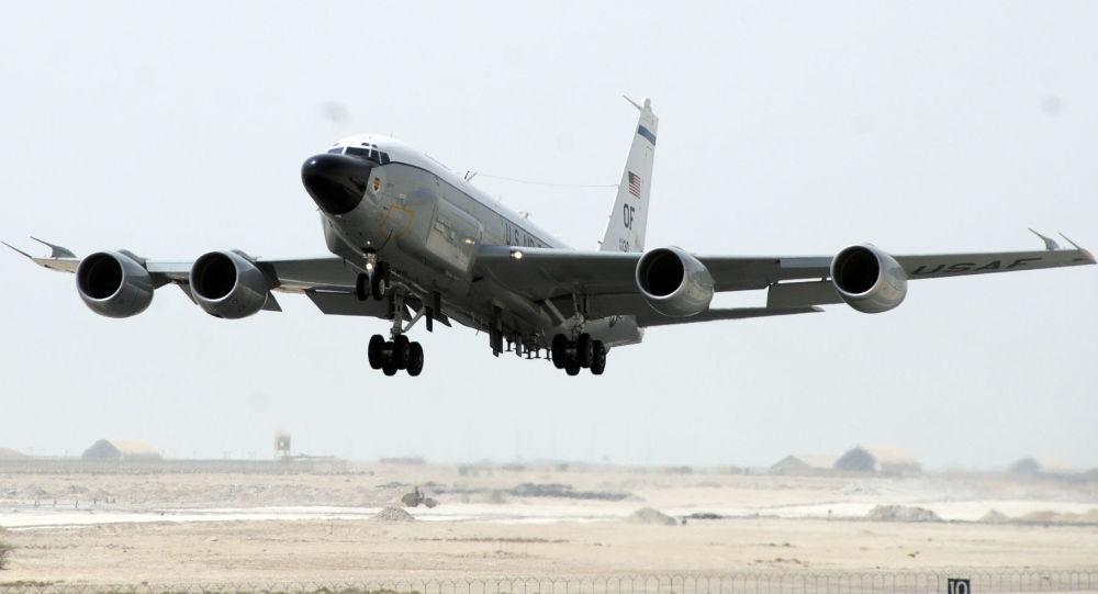 Aereo spia USA RC-135W (foto d'archivio)