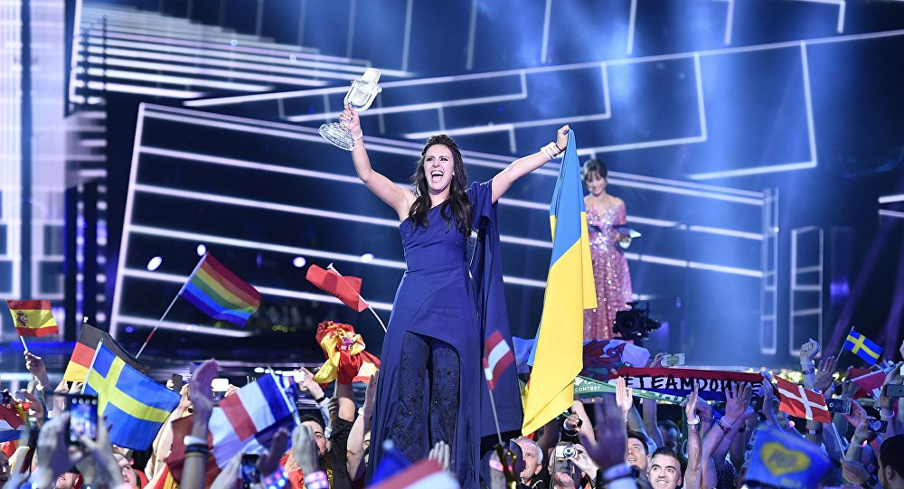 Cantante ucraina Jamala celebra la vittoria all'Eurovision 2016
