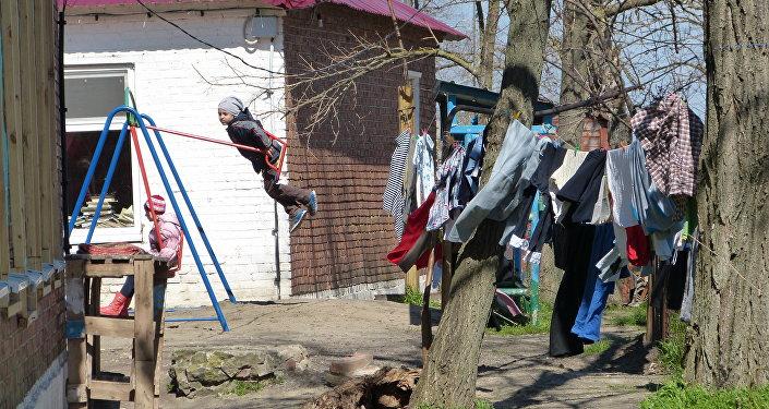 bambini nel campo profughi a Rostov