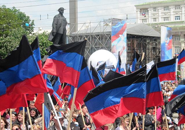 Bandiere della Repubblica Popolare di Donetsk (foto d'archivio)