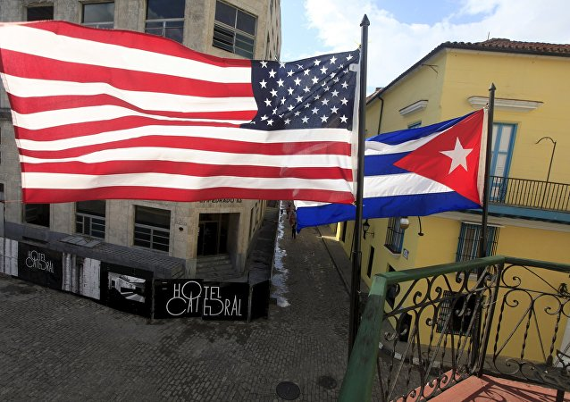 Bandiere degli USA e di Cuba