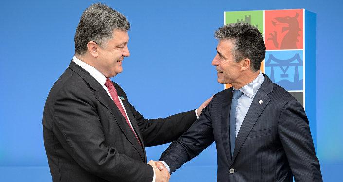Petr Poroshenko e Anders Fogh Rasmussen (foto d'archivio)
