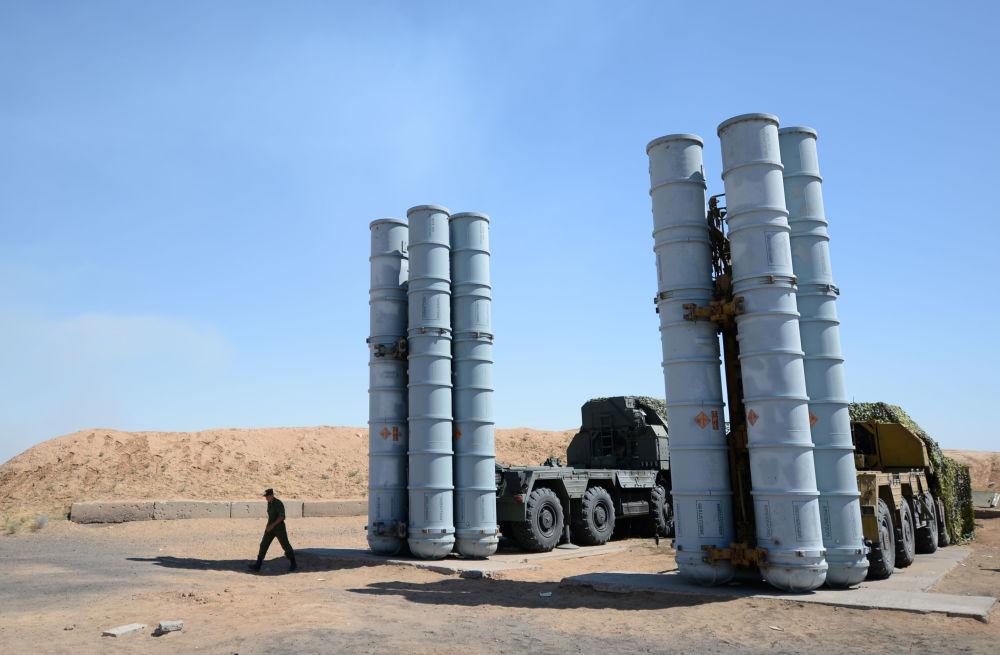Il sistema missilistico terra-aria a lungo raggio S-300.