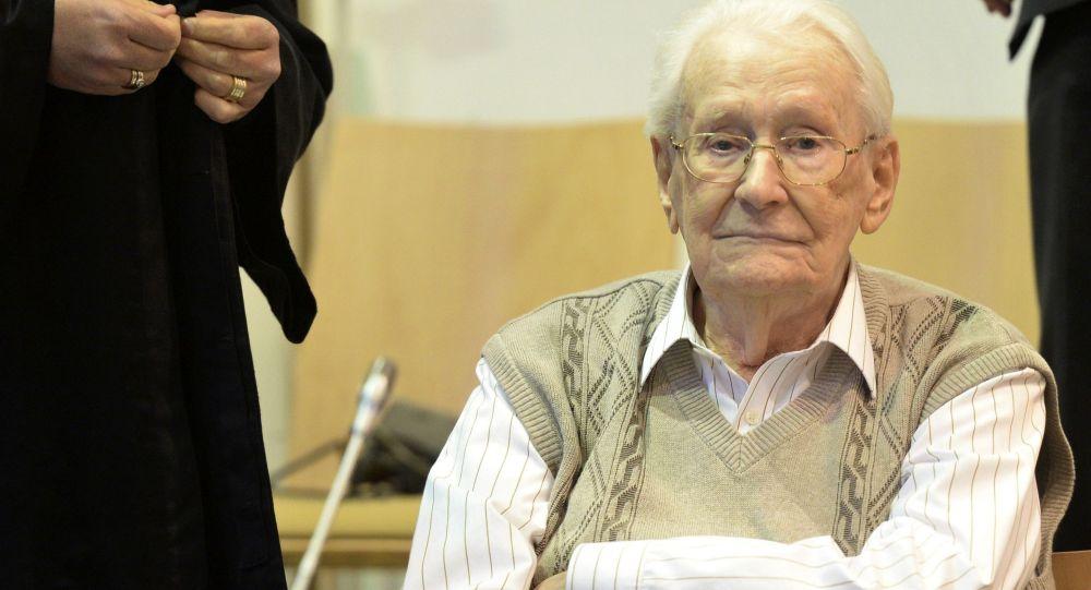 Ex-nazista Oskar Gröning durante il processo