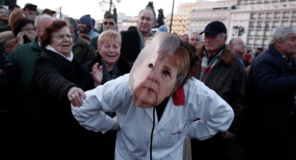 """La situazione greca è """"un problema"""", ma """"escludo al 100% una Grexit"""". dichiarai il presidente della Commissione UE Jean Claude Juncker"""
