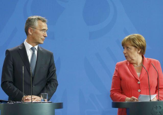 Jens Stoltenberg e Angela Merkel