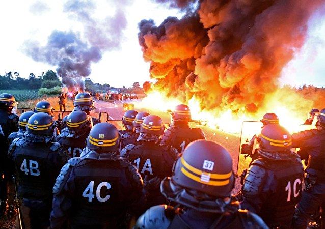 Manifestazione contro la legge di lavoro in Francia