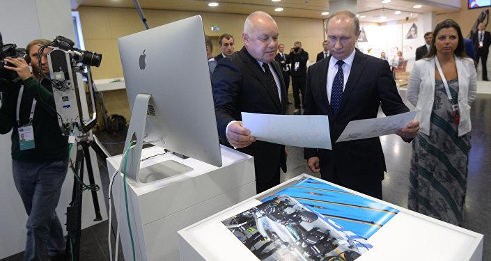 Putin in Visita a Sputnik