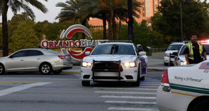 Polizia presidia luogo della strage di Orlando