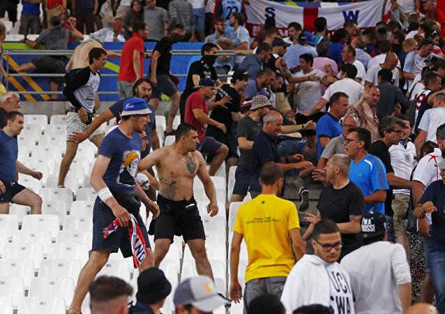 EURO 2016, scontri durante Inghilterra-Russia