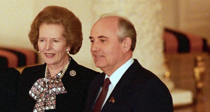 Il Primo Ministro  di Gran Bretagna, Margaret Thatcher e il presidente dell`URSS, Michaíl Gorbachov e la sua moglie Raissa in Cremlino.1987