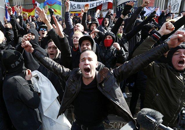 Militanti di estrema destra