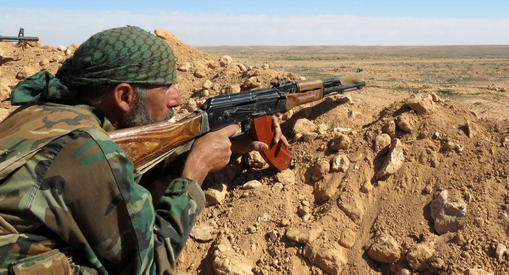 Soldato siriano nella provincia di Raqqa