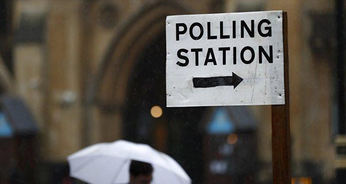 Voto Regno Unito: May prima, ma senza maggioranza