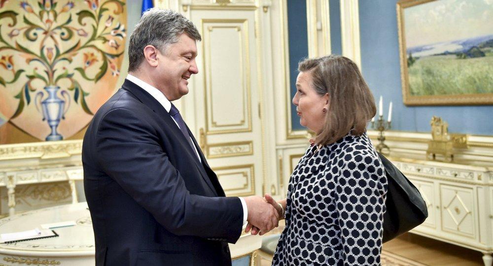 Petro Poroshenko e Victoria Nuland