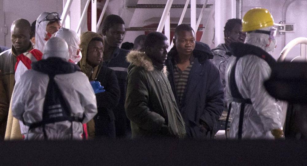 Migranti libanesi sopravvissuti dopo il naufragio arrivati nel porto di Catania