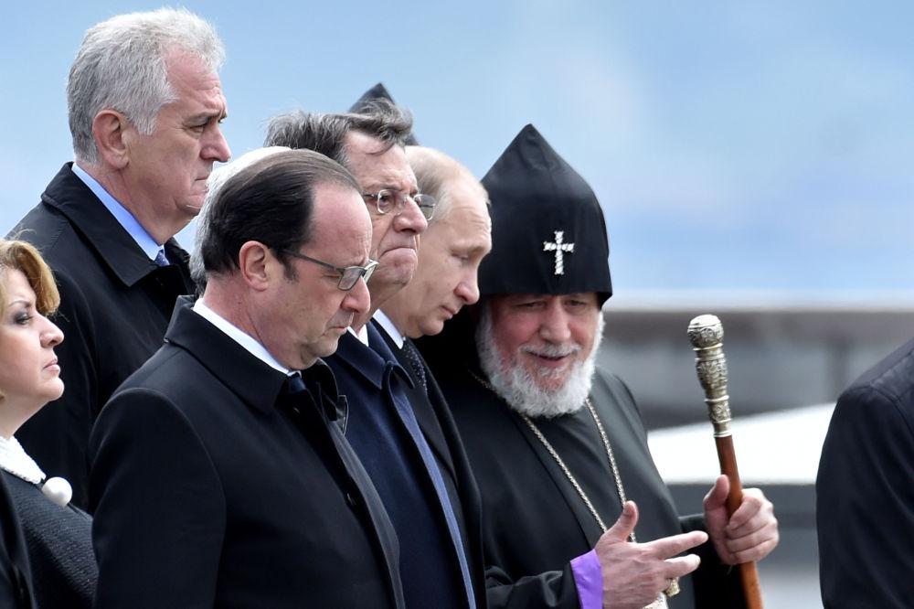 Presidente della Serbia Nicolic, presidente della Francia Hollande, presidente di Cipro Anastasiadis, presidente della Russia Vladimr Putinи e il Patriarca degli Armeni Karekin II