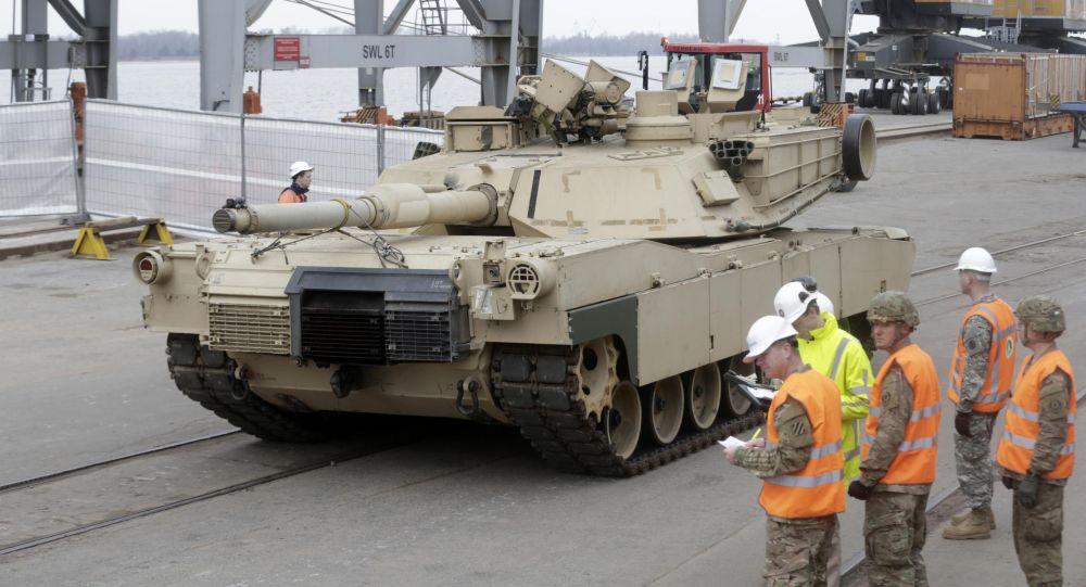 I carri armati americani  Abrams arrivano in Estonia per le esercitazioni della NATO