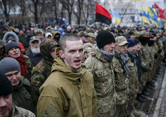 Ultranazionalisti ucraini ricordano l'anniversario di Maidan a Kiev