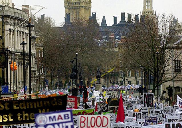 Manifestazione di protesta a Londra per la campagna militare in Iraq del 2003