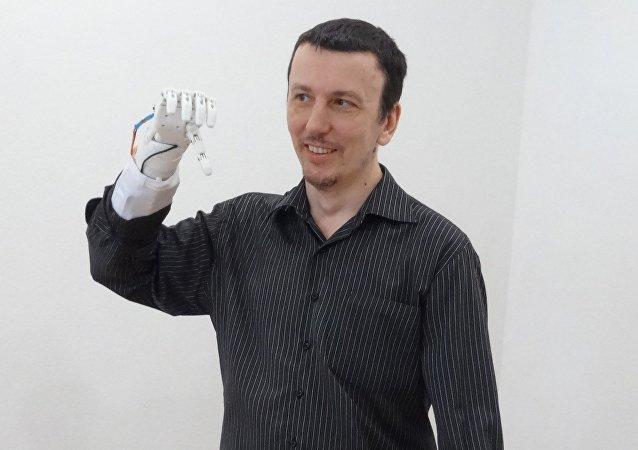 Paziente con la protesi