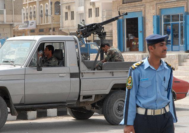 Poliziotti yemeniti nella città di Mukalla