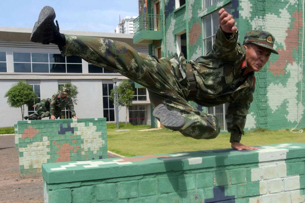 Esercitazione militari in Cina.