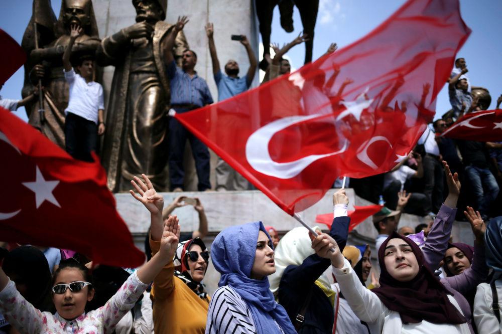 La dimostrazione progovernativa in Turchia.